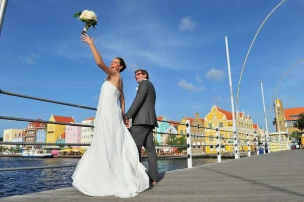Newlywed couple in Willemstad Curacao