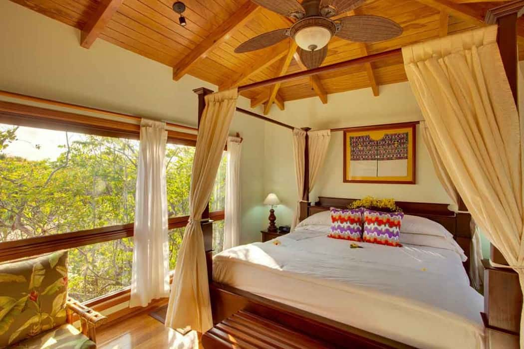 Deluxe Treehouse bed