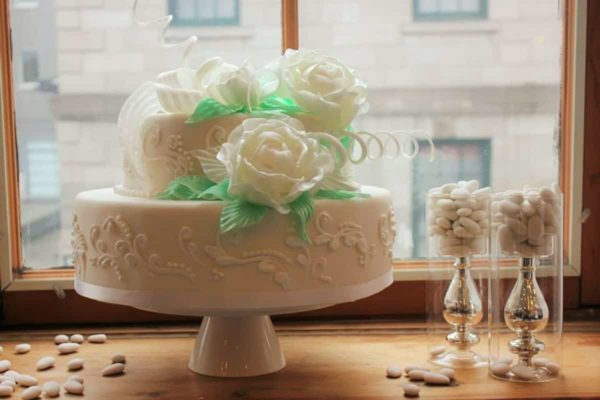 maison-christina-faure-white-wedding-cake-sugar-roses