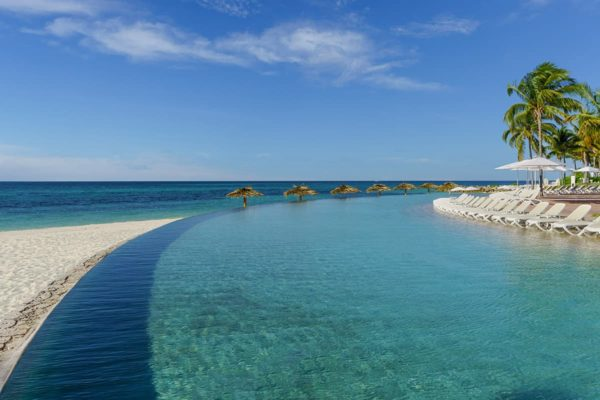 Grand Lucayan_Infinity Pool_Lighthouse Pointe