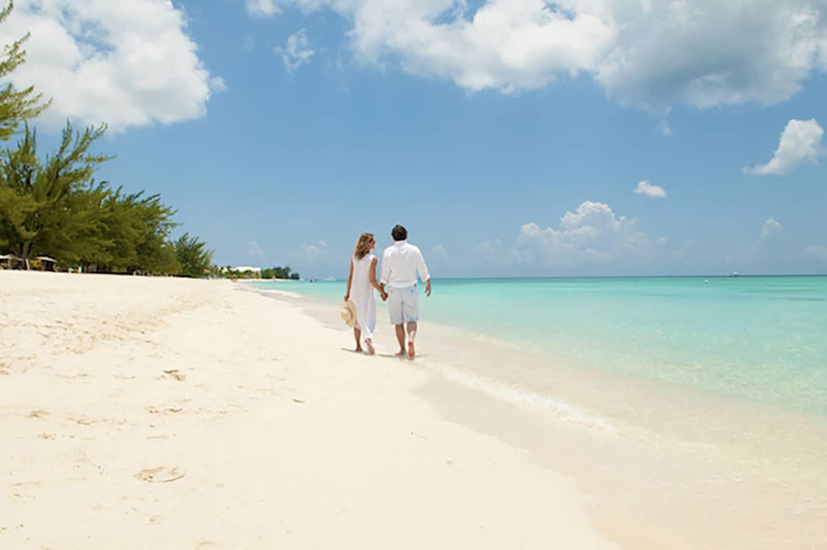 Beach wedding in Cayman Islands