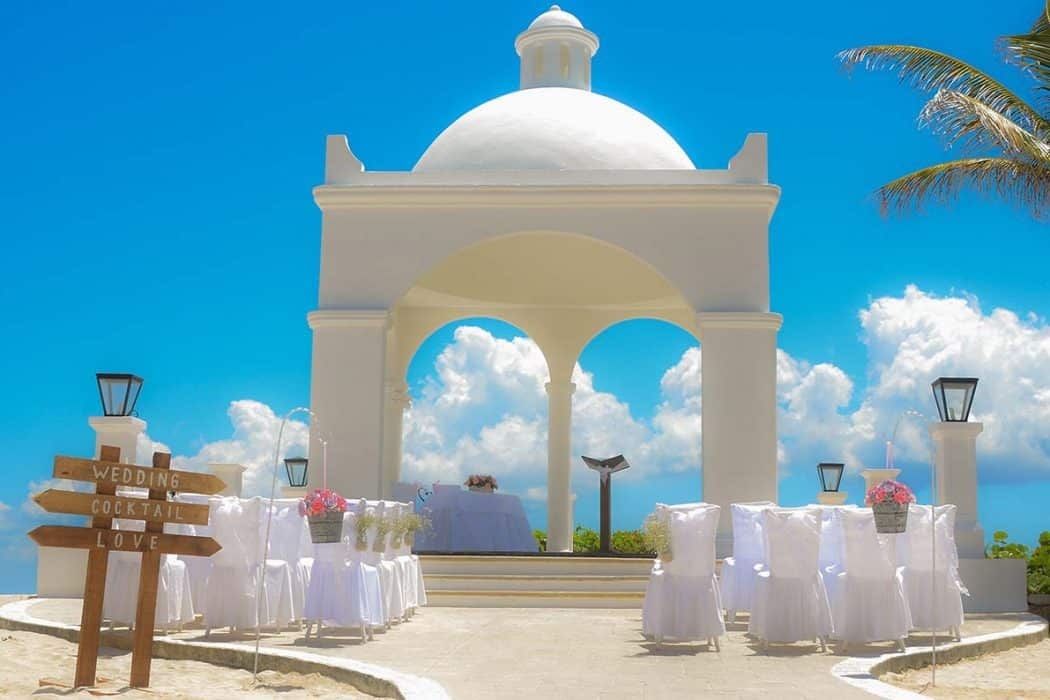Destination wedding at Bahia Principe Hotel in the Caribbean