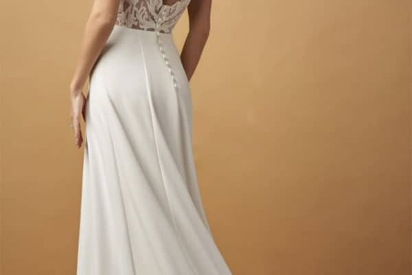 Azazie Gives Away Wedding Gowns to Brides in Need